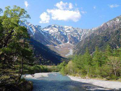 Visit Kamikochi and go hiking in the Japanese mountains