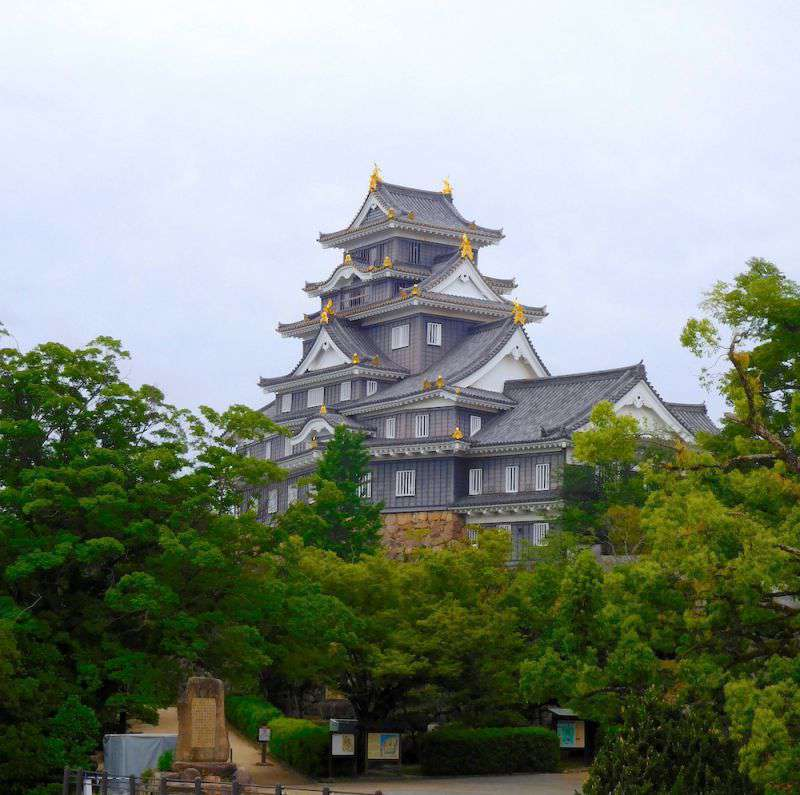 Photograph of Okayama Castle, featuring its Black exterior brickwork